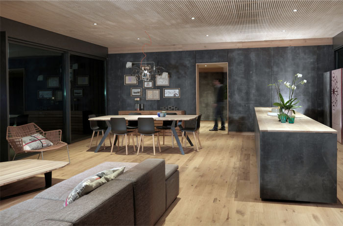 interior-dark-warm-tones-floor-walls-ceiling