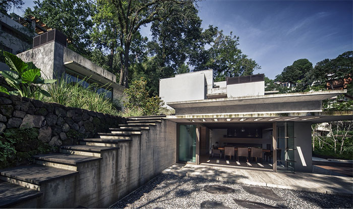 raw concrete house integrated vegetation