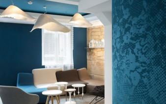 trendy hotel loby wallpaper decor 338x212
