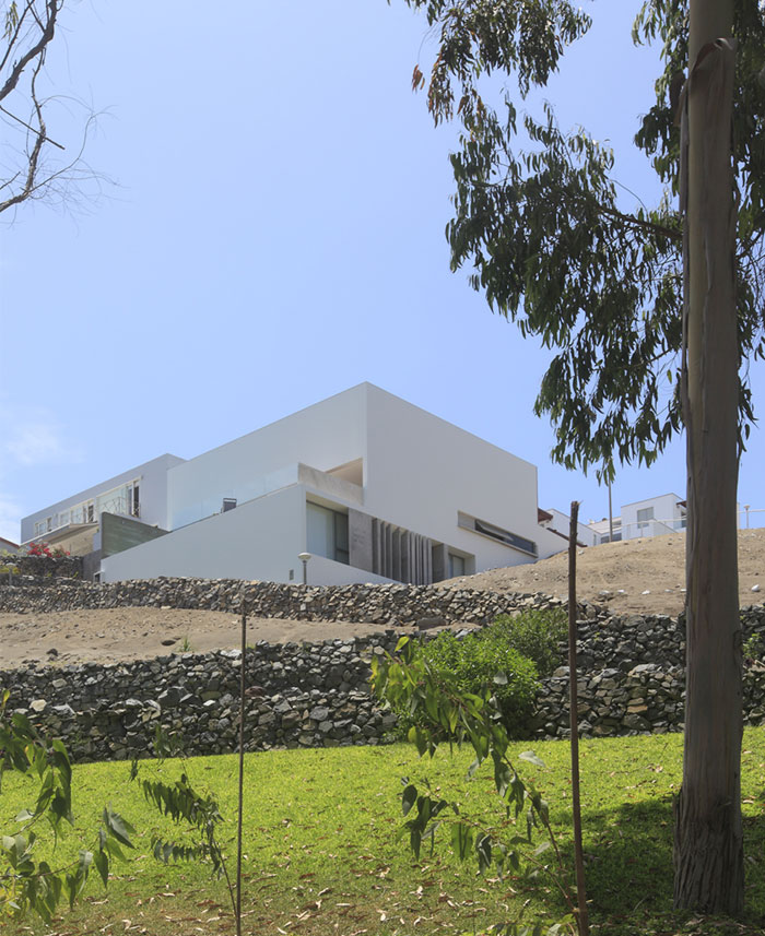 dazzling-simplicity-house-located-peru