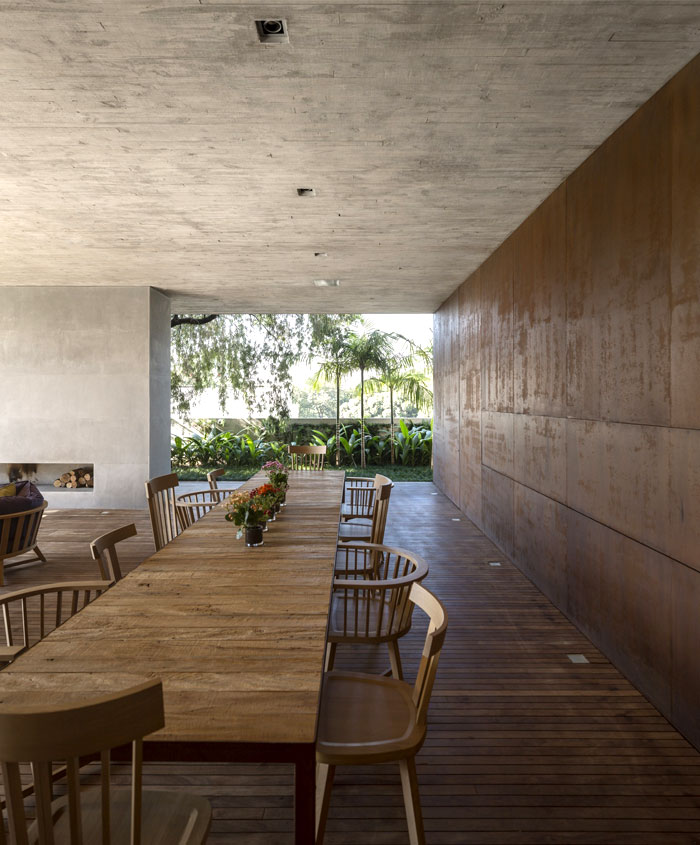 dining-area-sustainble-furnishing-decorating