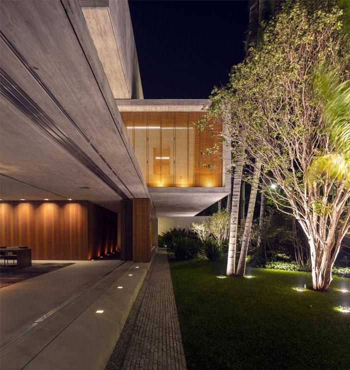host-spaces-open-toward-outdoor