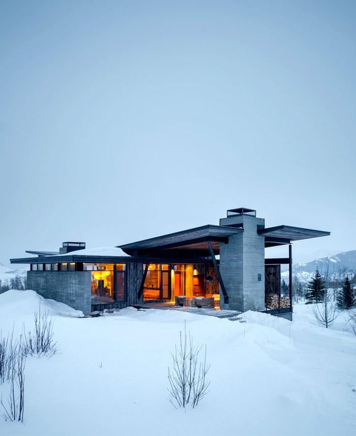 house-enviable-snow-view-mountains