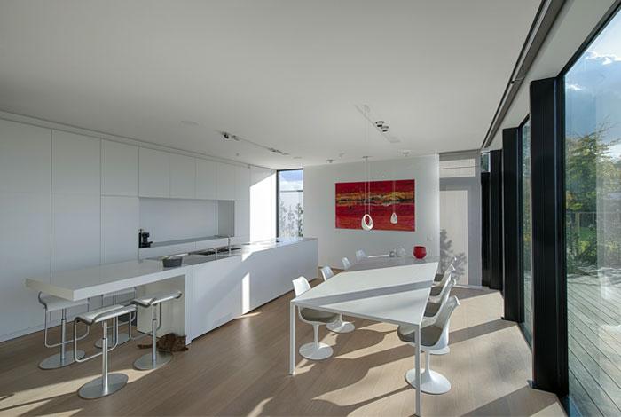 kitchen-laminated-parquet-white-appliances-furniture