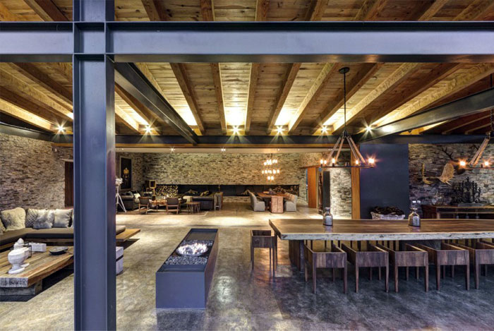 many-rustic-decorative-elements-dining-room