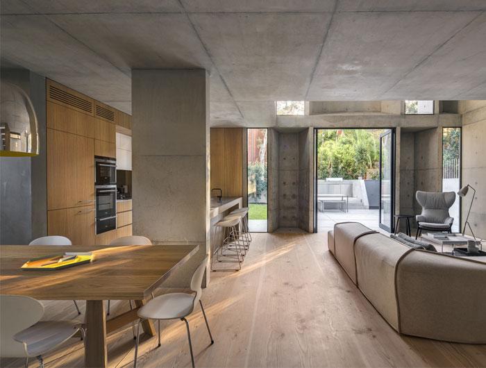 oak-floor-family-house-living-room
