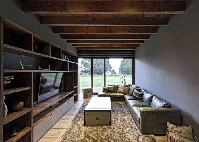stone-wood-house-interior