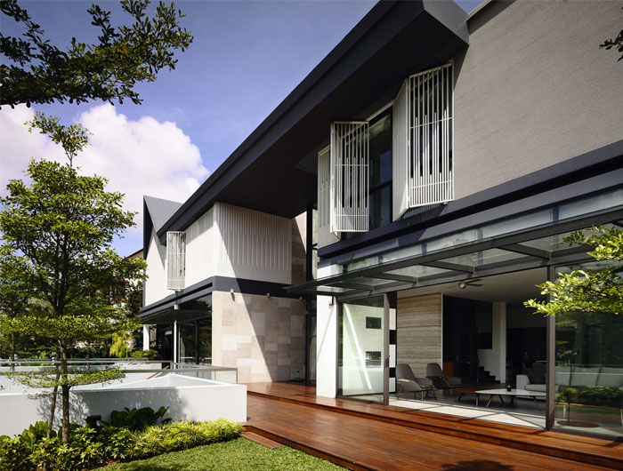 singapore-family-houses-luxuriant-gardens