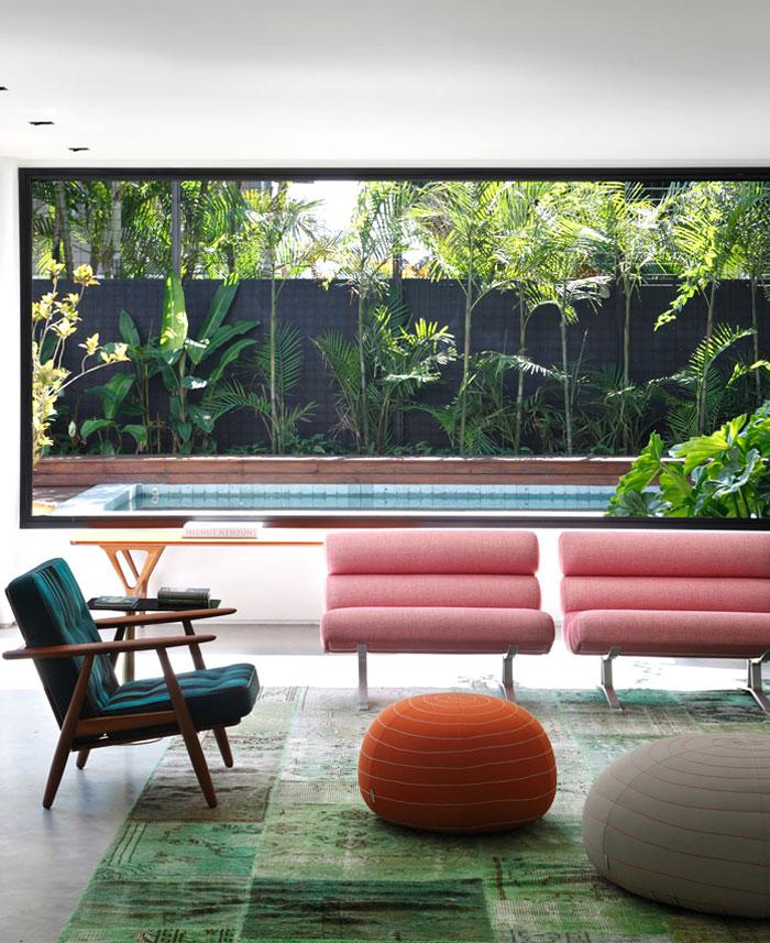 vibrant-family-room-interior-design-idea