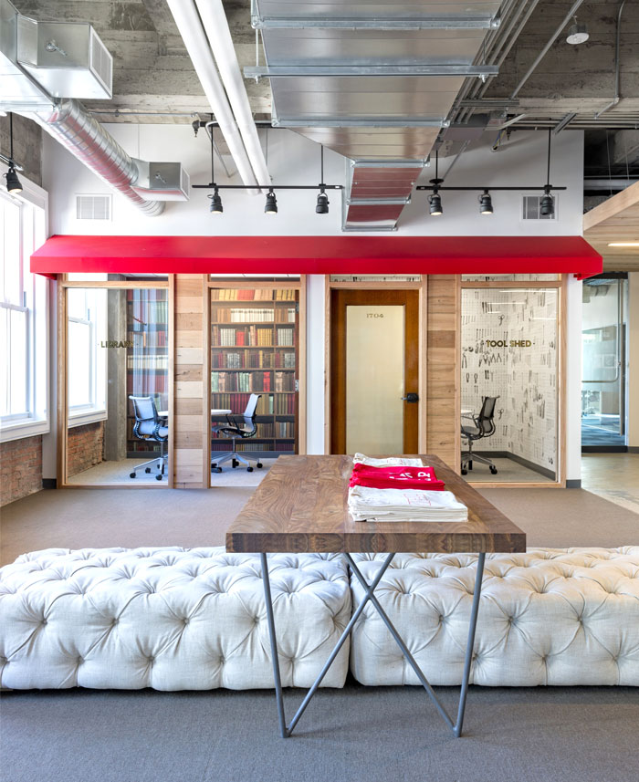 attractive-comfortable- artistic-office-space