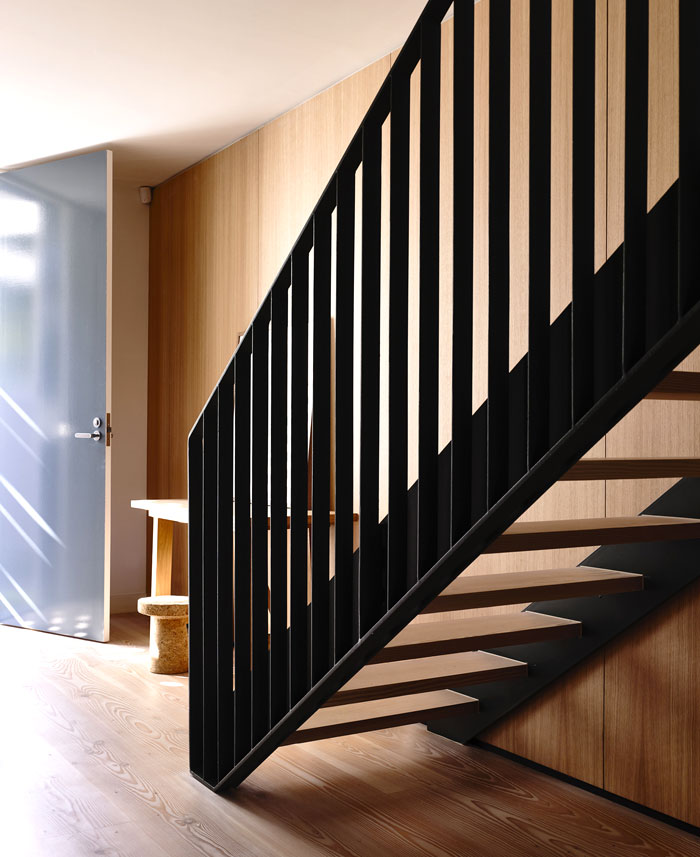 staircase-black-metal-frame