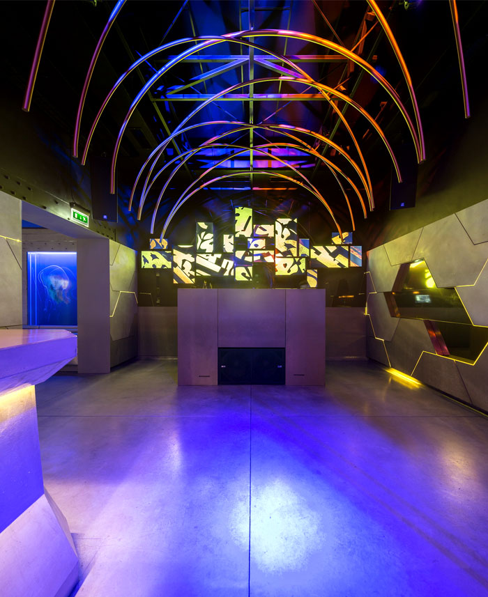 bar-interior-floating-tunnel-like-architecture