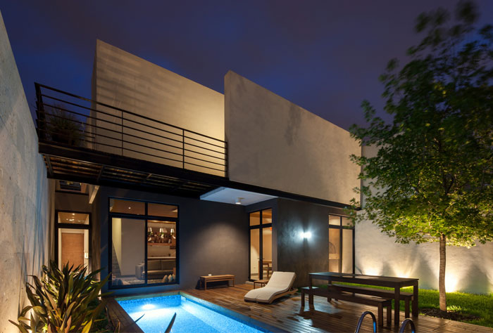 courtyard-decided-stylish-wood-cladding-furniture
