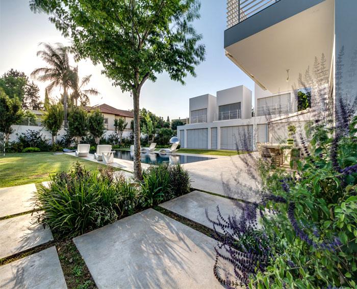 cube-house-garden