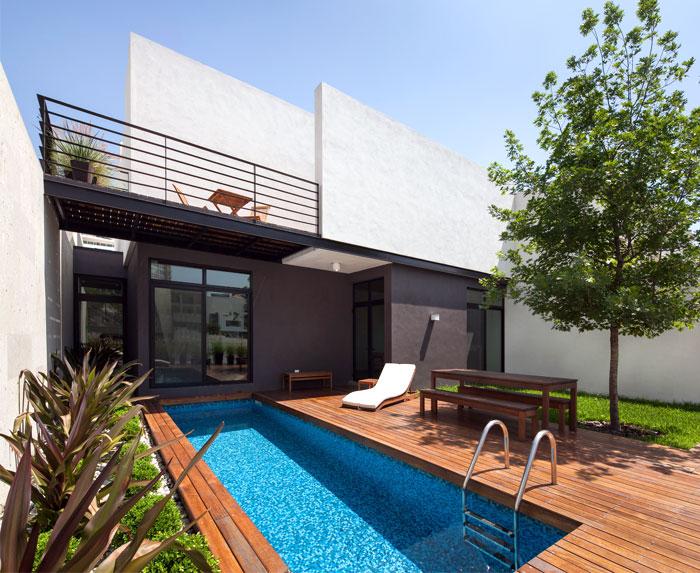 narrow-rectangular-swimming-pool