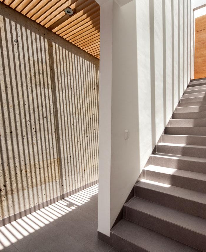 vast-windows-generous-heights-wooden-ceiling-beams
