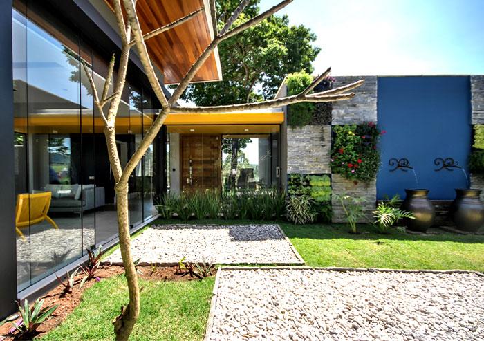 cozy-comfort-zone-small-paradise-garden