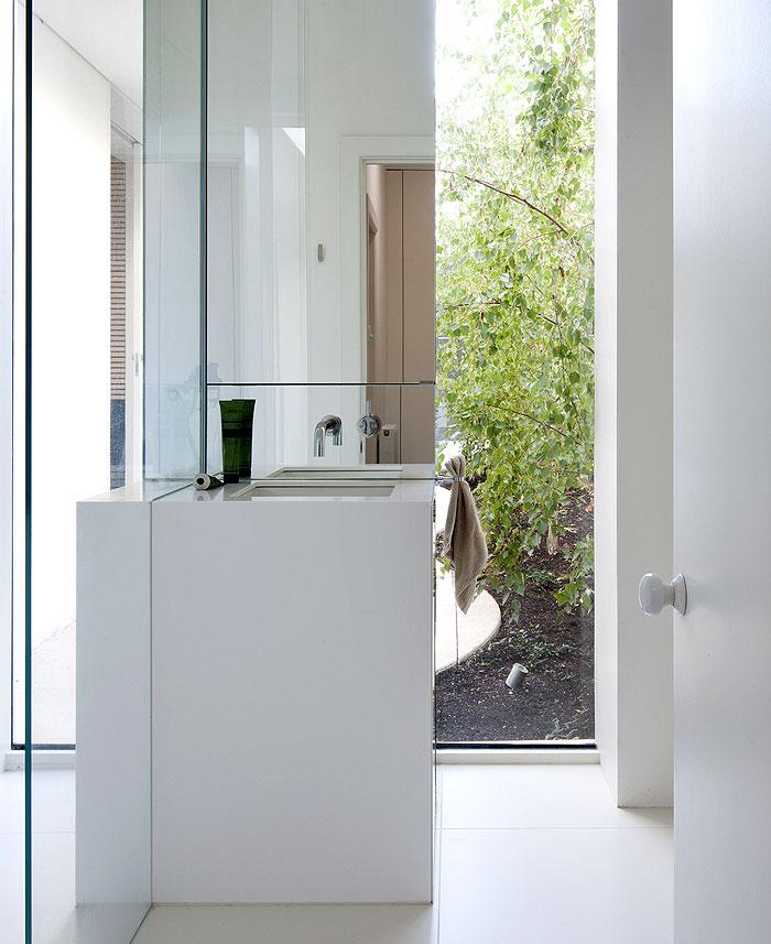 delicate-light-bath-space