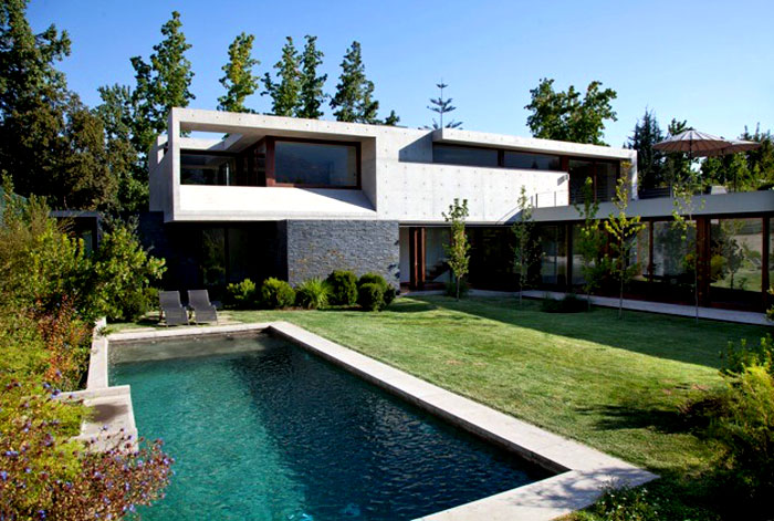 dynamic-chilean-house-pool-area
