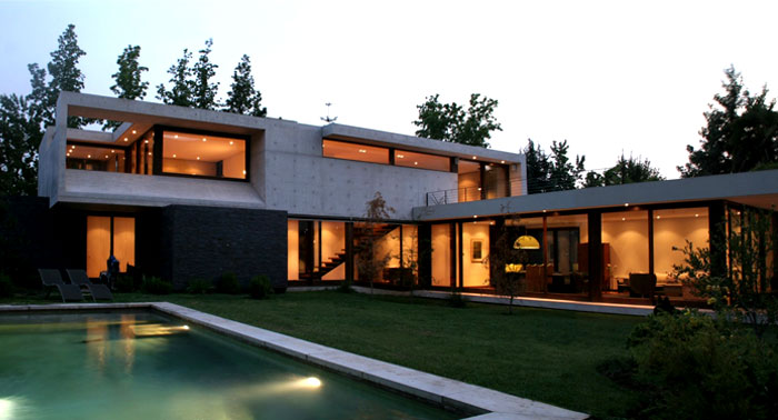 dynamic-chilean-house-pool