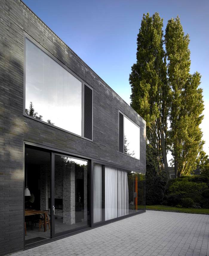 exterior-walls-clad-dark-engineering-brick