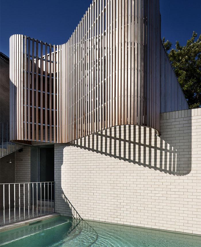 sculptural-timber-battened-screen