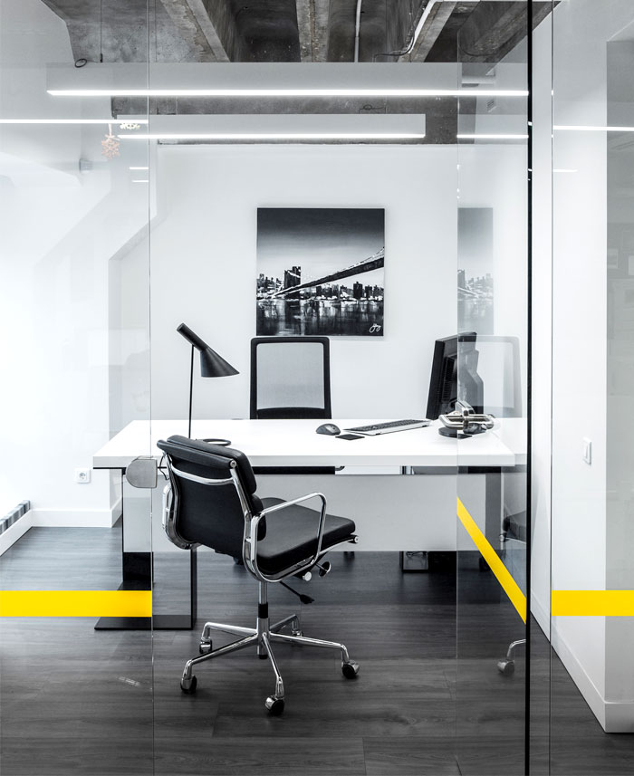 basic-colors-materials-office-space