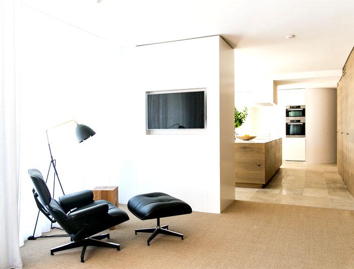 coastal-residence-focusing-warm-natural-materials