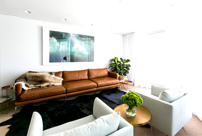 coastal-residence-living-room-warm-natural-materials