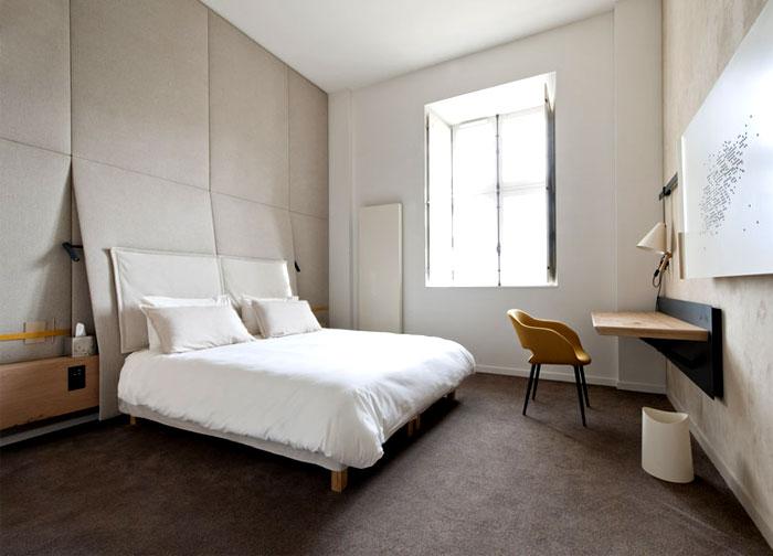 interior-decor-hotel-room-walnut-oak-beautiful-light-stone