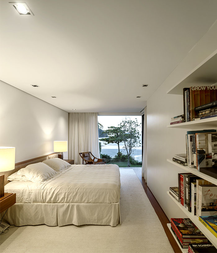 master-bedroom-generous-view-sea