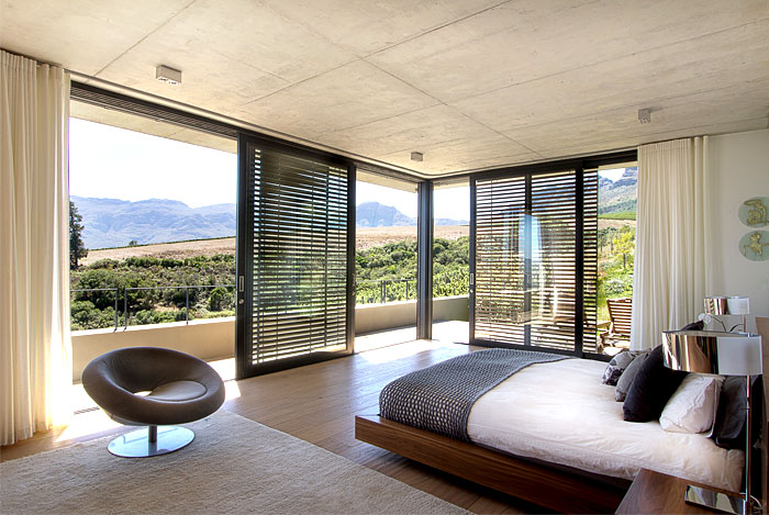romantic-hillside-vineyard-villa-bedroom