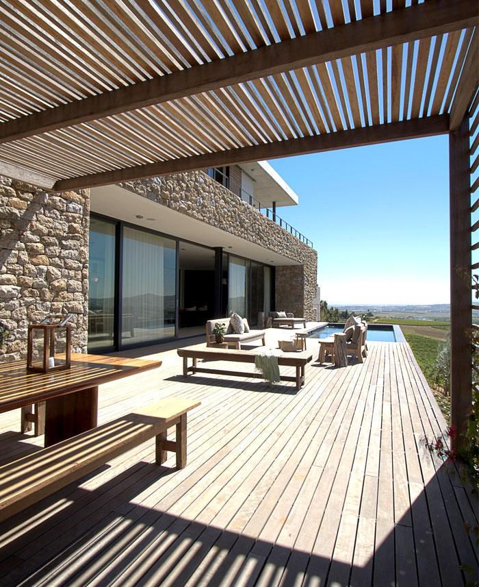 romantic-hillside-vineyard-villa-dining-area