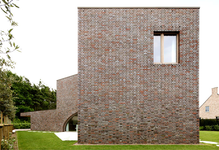 symmetric-spatial-configuration-three-cubes