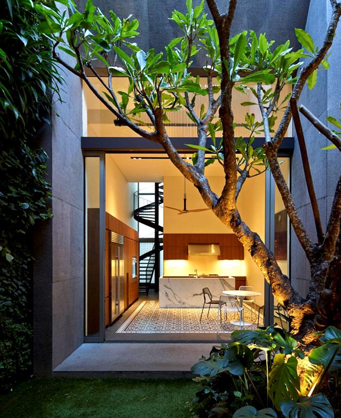 courtyard-quaint-indoor-garden