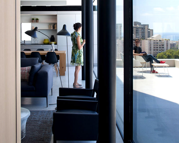interior-outdoor-patio-large-glass-panels