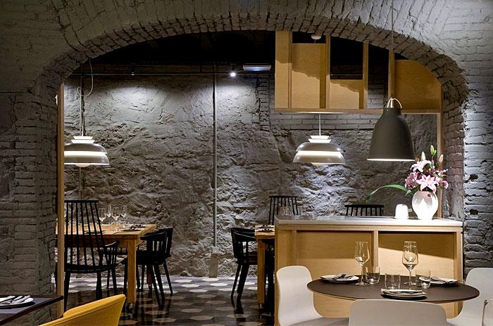 saboc-restaurant-brick-wall-decor