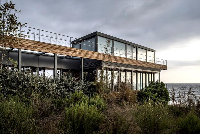 steel-structure-wooden-decking-lebanon-villa