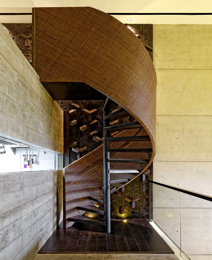carpediem-restaurant-spiral-staircase
