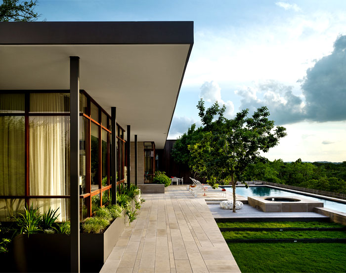 modern-architecture-lake-house