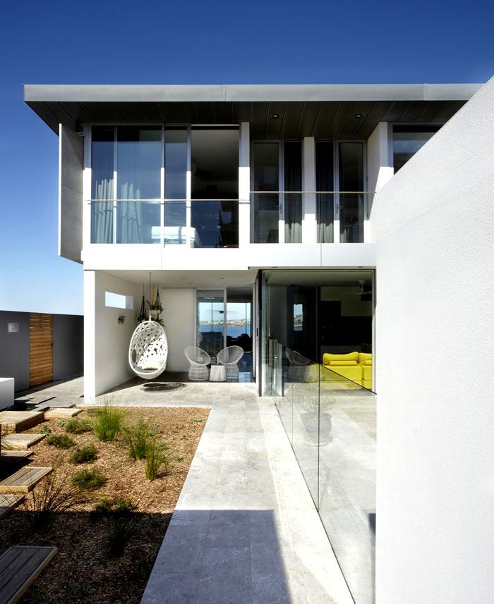 inner-courtyard-arranged-elegant-japanese-garden-style