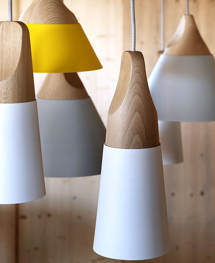 lamp-solid-wood-colored-metal-shade