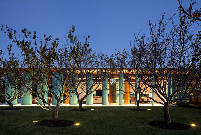 spacious-elegant-geometrical-house