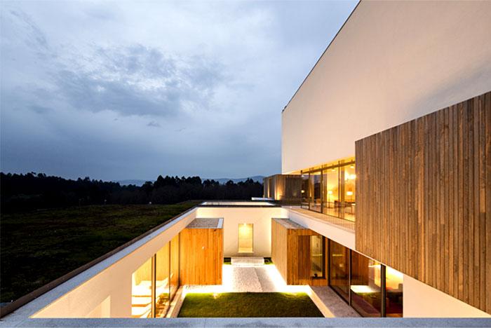 wood-applied-externally-hotel-minho