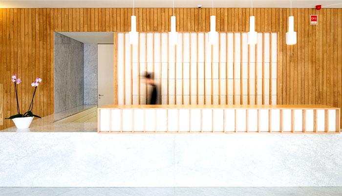 wood-create-warm-contrast-white-walls