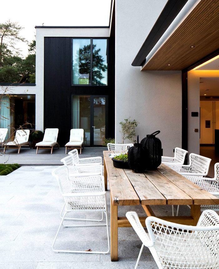 elegant-functional-villa-j-dining-area