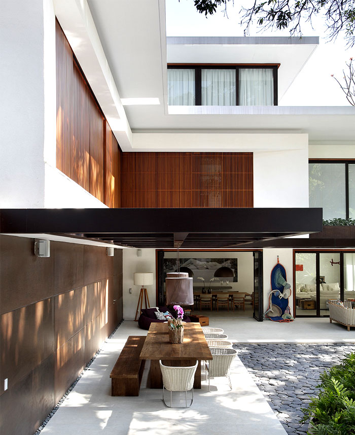 exterior-dining-space