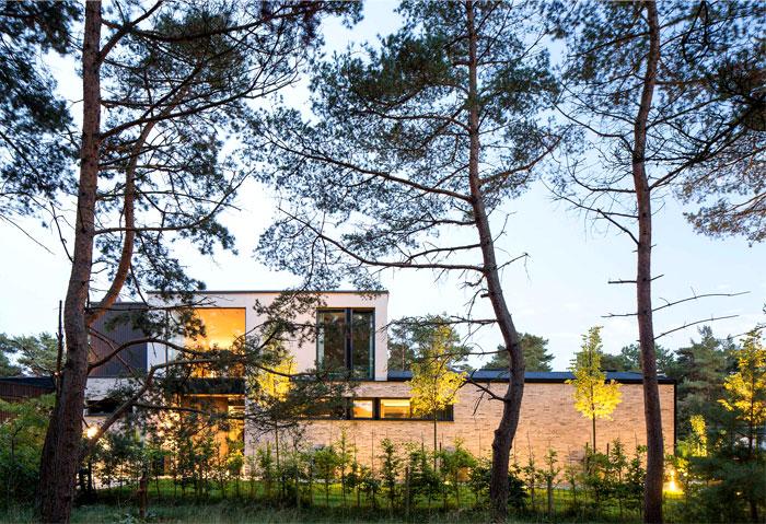 modern-elegant-functional-villa-j-1
