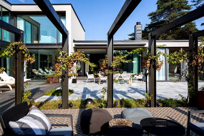 modern-elegant-functional-villa-j-garden