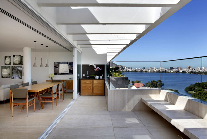 open-spaces-floor-to-ceiling-windows